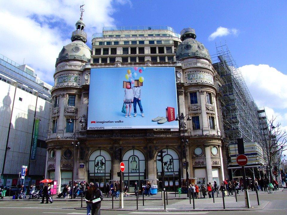 Promotional screen in Paris.