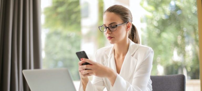 Image of businesswoman on phone