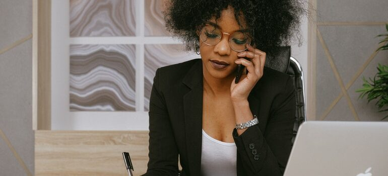 Person on the phone demonstrating how callbacks benefit your moving business.